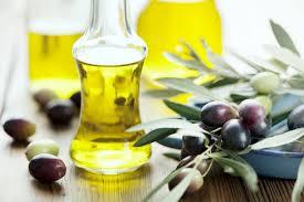 Cách trị thâm môi bằng dầu oliu